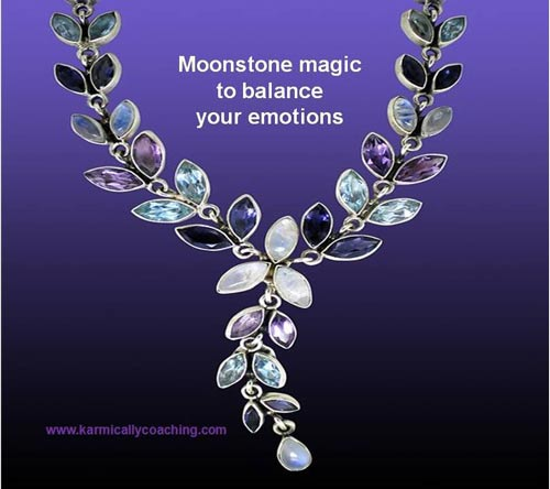 Moonstone necklace to balance emotions